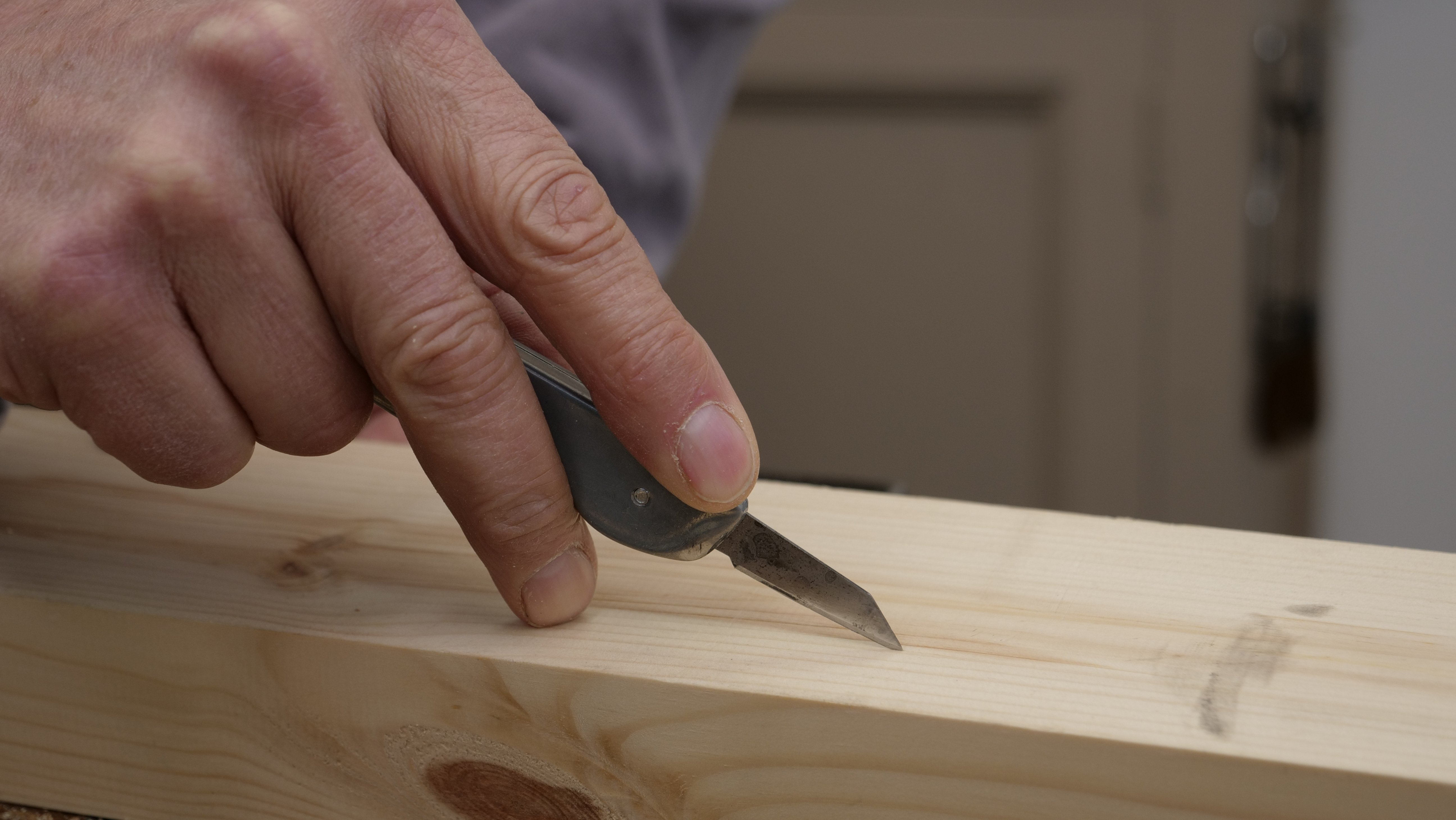 Using a woodworker's knife