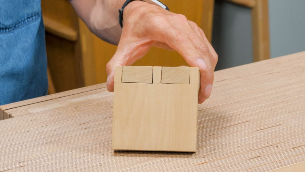 dovetail joint with gaps