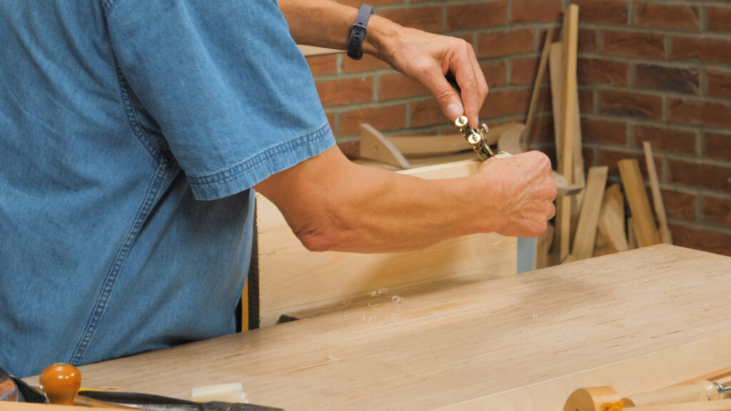 5. Setting one side heavy and one side shallow on a spokeshave [3.33]